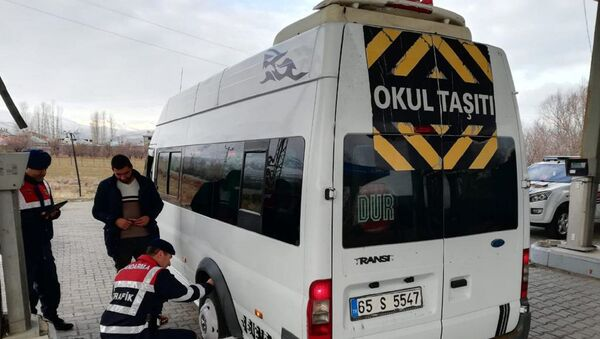 Okul çevreleri ve servis araçlarına denetim  - Sputnik Türkiye