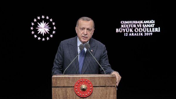 Türkiye Cumhurbaşkanı Recep Tayyip Erdoğan, Beştepe Millet Kongre ve Kültür Merkezi'nde düzenlenen Cumhurbaşkanlığı Kültür Sanat Büyük Ödülleri Töreni'ne katıldı - Sputnik Türkiye