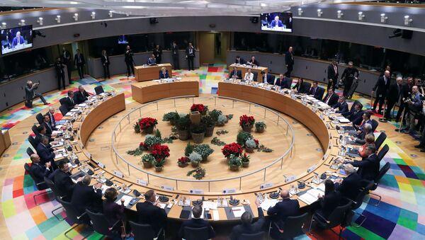 Avrupa Birliği (AB) üyesi 27 ülkenin lideri, iklim, bütçe, ekonomi ve Brexit gibi konuları görüşmek için Brüksel'de iki günlük zirve için bir araya geldi. - Sputnik Türkiye