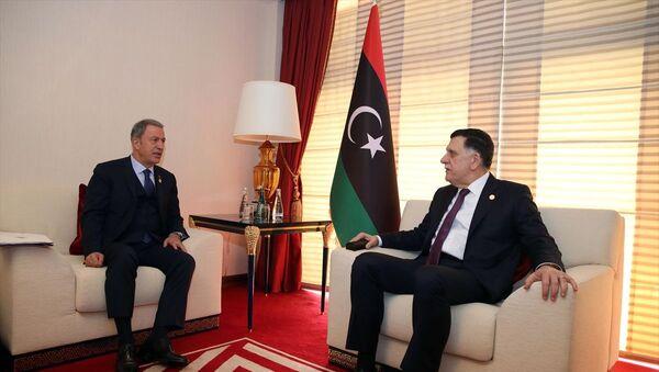 Milli Savunma Bakanı Hulusi Akar- Libya Ulusal Mutabakat Hükümeti (UMH) Başkanlık Konseyi Başkanı Fayiz es-Serrac  - Sputnik Türkiye