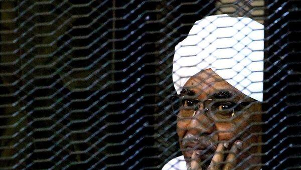 Sudan'ın devrik lideri  El Beşir'e iki yıl hapis cezası - Sputnik Türkiye
