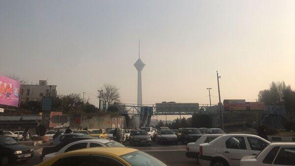 İran'ın başkenti Tahran'da hava kirliliği gündelik yaşamı olumsuz yönde etkiliyor - Sputnik Türkiye