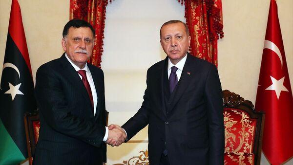 Türkiye Cumhurbaşkanı Recep Tayyip Erdoğan, Libya Ulusal Mutabakat Hükümeti Başkanlık Konseyi Başkanı Fayez Al Sarraj ile görüştü. - Sputnik Türkiye