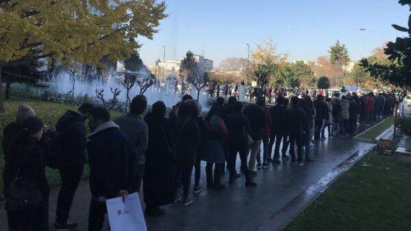 Sözleşmeli personel için iş duyurusu yapan İBB'nin önünde metrelerce kuyruk oluştu - Sputnik Türkiye