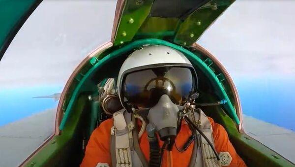 İki MiG-31 jetinin yaptığı 'hava düellosu' böyle görüntülendi - Sputnik Türkiye