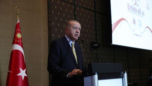 Türkiye Cumhurbaşkanı Recep Tayyip Erdoğan, İsviçre'ye göçün 50. yılı vesilesiyle düzenlenen etkinliğe katılarak konuşma yaptı. - Sputnik Türkiye