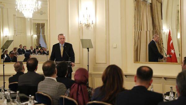 Türkiye Cumhurbaşkanı Recep Tayyip Erdoğan, Küresel Mülteci Forumu'na katılmak üzere geldiği Cenevre'de Uluslararası Demokratlar Birliği Avrupa temsilcilerini kabul etti. - Sputnik Türkiye