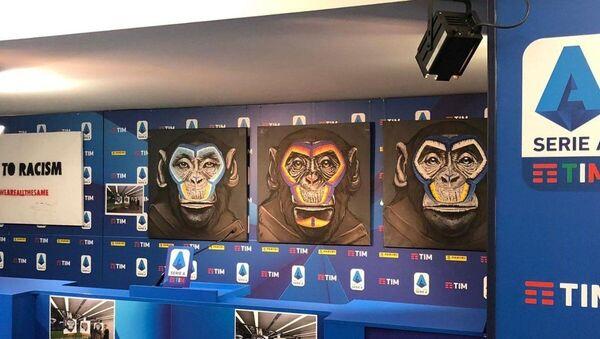 İtalyan futbolunda yükselen ırkçılığı kınamak isteyen lig yöneticilerinin maymun resimlerini kullanması hem mesajı gölgeledi hem de tepki yarattı. - Sputnik Türkiye