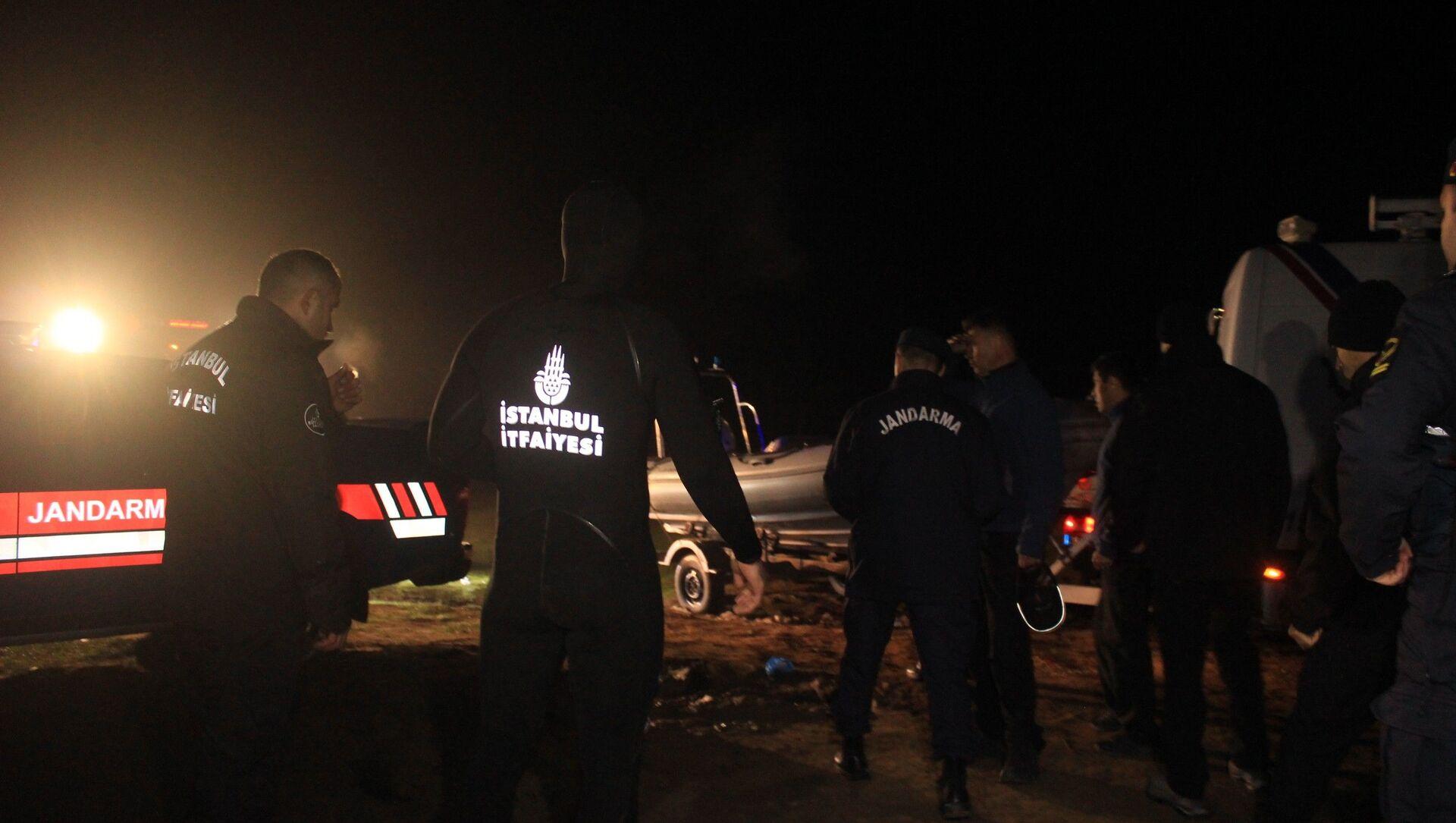 İstanbul Terkos Gölü'nde kayık alabora oldu: 3 kişi kayıp - Sputnik Türkiye, 1920, 28.02.2021