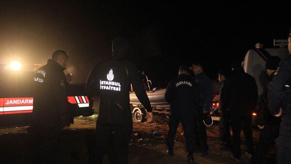İstanbul Terkos Gölü'nde kayık alabora oldu: 3 kişi kayıp - Sputnik Türkiye