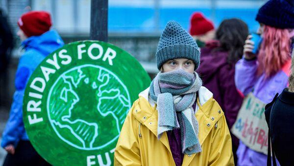 Greta Thunberg, ülkesi İsveç'te Stockholm'de parlamento önünde yapılan 'Fridays for Future' (Gelecek İçin Cuma) eylemine katıldı. - Sputnik Türkiye