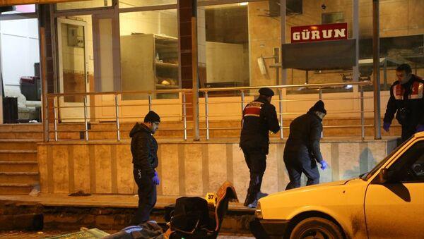 Kastamonu'nun Taşköprü ilçesinde iki aile arasında çıkan silahlı kavgada 3 kişi öldü, 2 kişi yaralandı. - Sputnik Türkiye