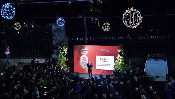 Beyoğlu Belediye Başkanı Haydar Ali Yıldız, Beyoğlu Belediyesi'nin İstiklal Caddesi'ndeki 2020 vizyonunu Galatasaray Meydanı'nda açıkladı. - Sputnik Türkiye