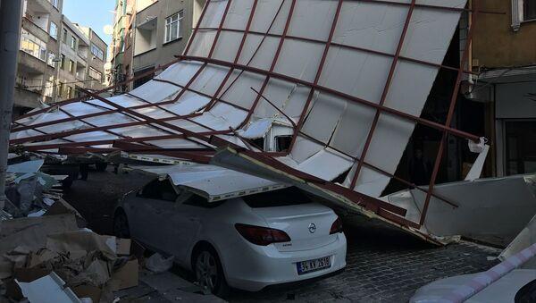 Beyoğlu, lodos, çatısı uçan bina - Sputnik Türkiye