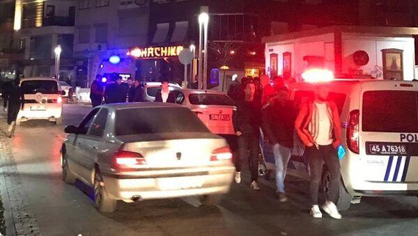 Manisa'nın Turgutlu ilçesinde, Fenerbahçe ve Beşiktaş taraftarları arasında çıkan kavgada 3 kişi yaralandı. - Sputnik Türkiye