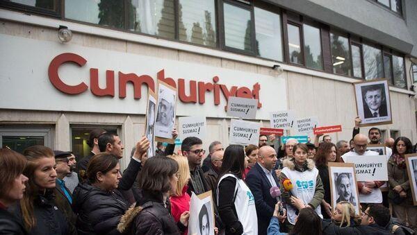 Cumhuriyet gazetesi önünde Akit TV protestosu - Sputnik Türkiye