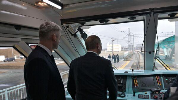 Putin Kırım Köprüsü'nün trenyolu kısmını açtı  - Sputnik Türkiye