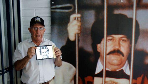 Dünyanın en büyük uyuşturucu tacirlerlerinden Pablo Escobar'ın kardeşi Roberto Escobar tarafından üretilen 'Escobar Fold 1' adlı katlanabilir akıllı telefonun yeni görüntüleri yayımlandı. - Sputnik Türkiye