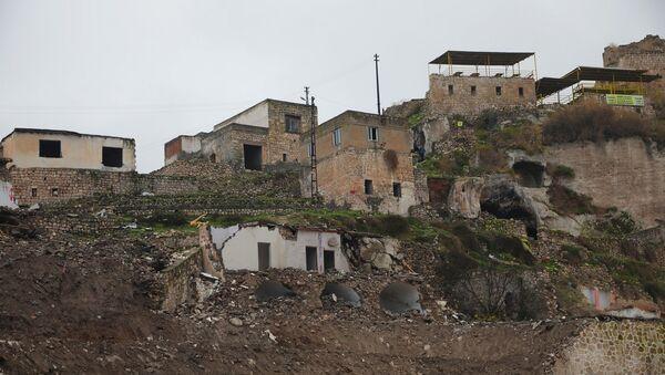Aralarında tarihi yapıların da olduğu evler de boşaltıldı. - Sputnik Türkiye