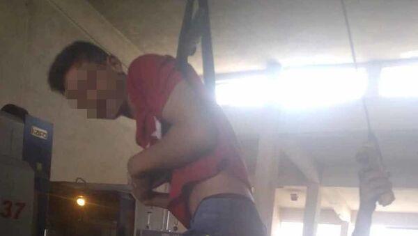 15 yaşındaki çırağa palangalı işkence, ağabeyine dayak - Konya - Sputnik Türkiye