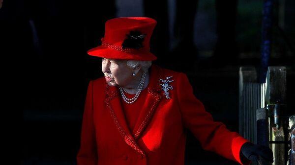 İngiltere'de Onur Listesi yeni yılda ve Kraliçe 2. Elizabeth'in doğum gününde olmak üzere iki kez yayınlanıyor. Listede yer alan kişilere sene içinde düzenlenen törenle nişan takılıyor. - Sputnik Türkiye