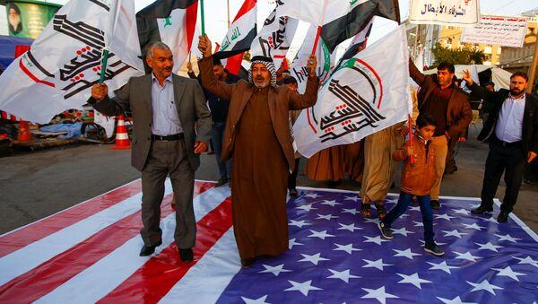 Pentagon'un Haşdi Şabi'ye 5 hava saldırısı açıklamasının ardından Irak çapında ABD ve İsrail'i protesto gösterileri düzenlendi. - Sputnik Türkiye