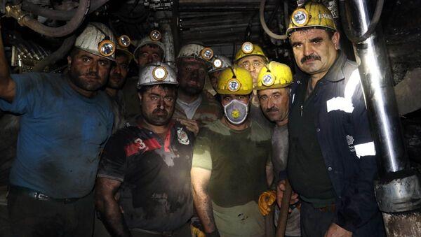 Amasya'nın Suluova ilçesinde maden işçileri, yeni yıla yerin metrelerce altında maden ocağında çalışarak girdi. - Sputnik Türkiye