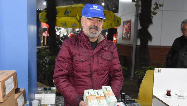 İzmirli piyango bayii: Parasını güzel değerlendirmesini isterim - Sputnik Türkiye