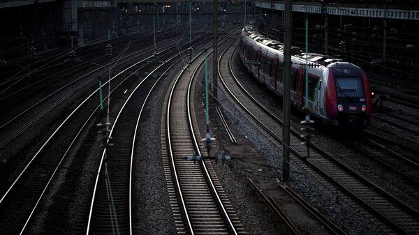 Fransa'daki grevden en çok tren ve metro seferlerini etkilendi. - Sputnik Türkiye