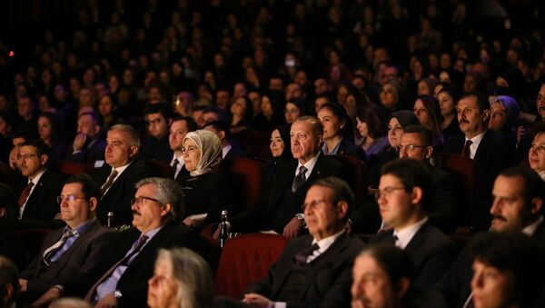 Cumhurbaşkanı Recep Tayyip Erdoğan, Ankara Devlet Tiyatrosunca sahnelenen Leyla ile Mecnun oyununu izledi.  - Sputnik Türkiye