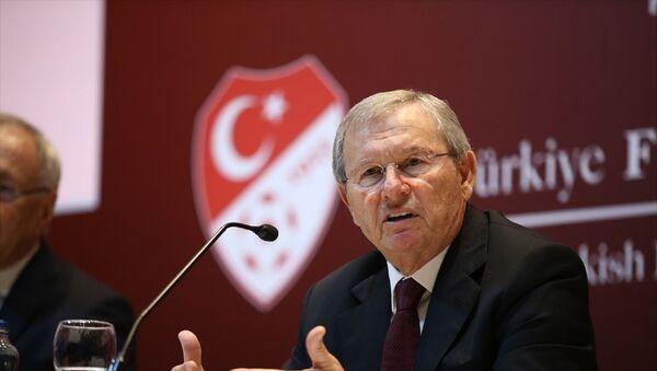 Türkiye Futbol Federasyonu (TFF) Merkez Hakem Kurulu (MHK) Başkanı Zekeriya Alp, TFF Hasan Doğan Milli Takımlar Kamp ve Eğitim Tesisleri'nde düzenlenen basın toplantısında açıklamalarda bulundu. - Sputnik Türkiye