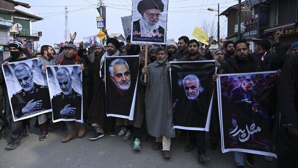 Kasım Süleymani'nin öldürülmesinin ardından İran'da ABD ve İsrail karşıtı protestolar gerçekleştirildi. - Sputnik Türkiye