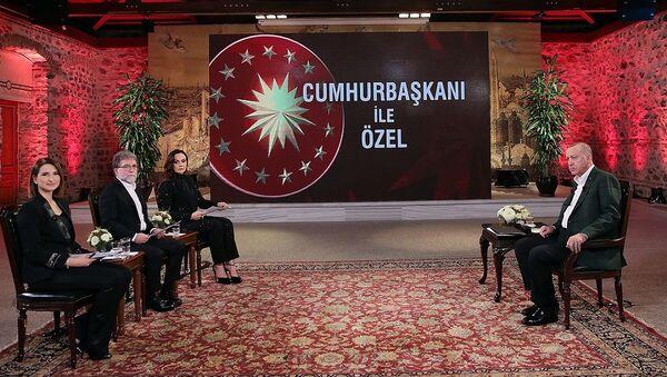 Cumhurbaşkanı Erdoğan CNN TURK ve Kanal D ortak yayınında gazetecilerin sorularını yanıtladı  - Sputnik Türkiye