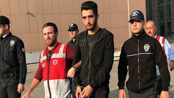 İstanbul Bakırköy'de 2 Ekim 2018'de kız arkadaşını aracının içerisinde darp eden ve olaya şahit olan vatandaşların tepkisine öfkelenen annesi hakim ve babası savcı 22 yaşındaki Görkem Sertaç Göçmen'in yargılanmasına devam edildi. Bakırköy 9. Ağır Ceza Mahkemesi'nde görülen duruşmada tutuklu sanık Görkem Sertaç Göçmen'in tahliyesine karar verildi. - Sputnik Türkiye