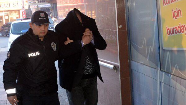 Bulduğu çantadaki 5 bin 500 lirayı harcayan kişi yakalandı - Sputnik Türkiye