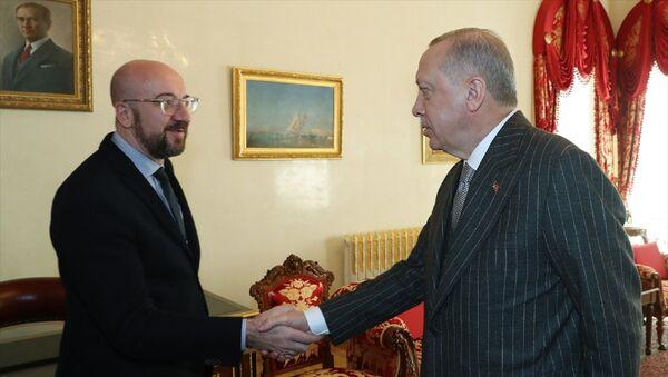 Türkiye Cumhurbaşkanı Recep Tayyip Erdoğan, Avrupa Birliği (AB) Konseyi Başkanı Charles Michel'i (solda) kabul etti. - Sputnik Türkiye