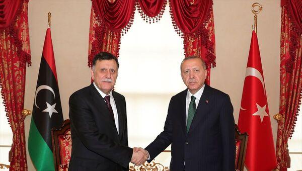Cumhurbaşkanı Recep Tayyip Erdoğan- Libya Ulusal Mutabakat Hükümeti (UMH) Başkanlık Konseyi Başkanı Fayiz es Serrac - Sputnik Türkiye