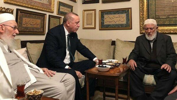 Cumhurbaşkanı Recep Tayyip Erdoğan, hadis alimi M. Emin Saraç'ı Fatih'teki evinde ziyaret etti - Sputnik Türkiye