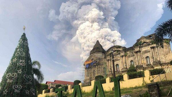 Filipinler'de Taal Yanardağı'nda patlama - Sputnik Türkiye