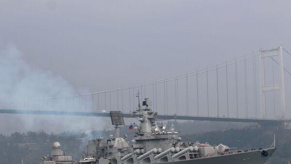 İstanbul ve Çanakkale Boğazları'ndan geçen Rus Mareşal Ustinov füze kruvazörü Akdeniz'e ilerliyor - Sputnik Türkiye