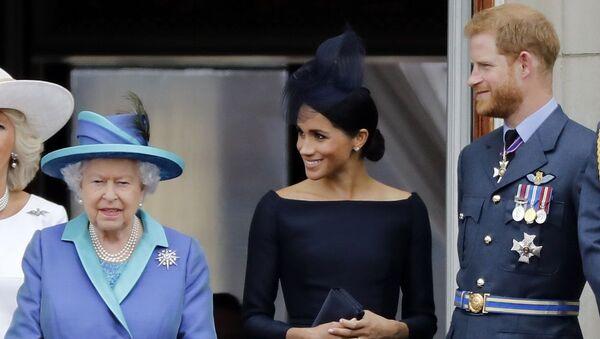 Kraliçe Elizabeth Prens Harry Meghan Markle - Sputnik Türkiye