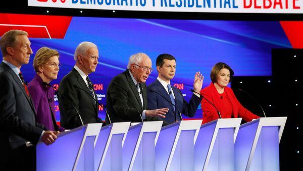 2020 ABD başkanlık seçimi Demokrat aday adayları Tom Steyer, Elizabeth Warren, Joe Biden, Bernie Sanders, Pete Buttigieg ve Amy Klobuchar - Sputnik Türkiye