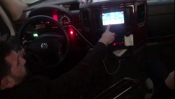 Seyir halindeyken okey oynayan şoförün sürücü belgesine el konuldu - Sputnik Türkiye