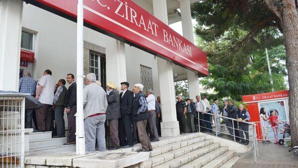 emekliler - banka - Sputnik Türkiye