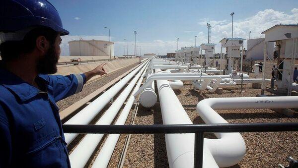 Libya Zaviye'de petrol rafinerisi - Sputnik Türkiye