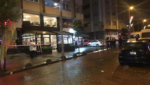 Bayrampaşa'da Bulgaristan uyruklu olduğu öğrenilen madde bağımlısı saldırgan elinde palayla kafeye dalıp müşterilere korku dolu anlar yaşatmıştı. - Sputnik Türkiye