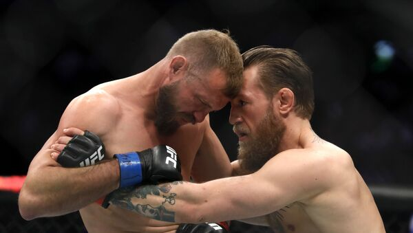 İrlandalı dövüşçü Conor McGregor, 'Kovboy' lakaplı ABD'li Donald Cerrone'ı 40 saniyede nakavt etti - Sputnik Türkiye