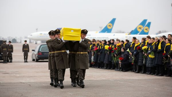 İran, başkent Tahran'da düşürülen uçakta hayatını kaybeden Ukrayna vatandaşlarının cenazelerini ülkeye teslim etti. - Sputnik Türkiye