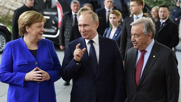 Putin, Merkel ve BM Genel Sekreteri Guterres Berlin'de Rusça sohbet etti - Sputnik Türkiye