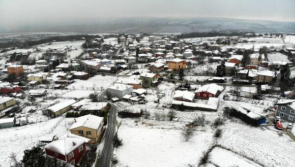 Silivri'yi kaplayan beyaz örtü, drone ile görüntülendi - Sputnik Türkiye
